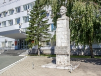 Барнаул, улица Пролетарская. Бюст Ф.Э. Дзержинского