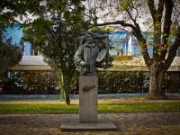 Краснодар, улица Красная. памятник И.Е. Репину