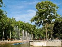 """Краснодар, улица Мира. фонтан """"Струйный"""""""