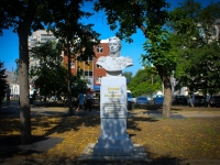Краснодар, улица Красина. памятник М.И. Кутузову