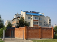 Краснодар, улица Академика Пустовойта, дом 12. многофункциональное здание