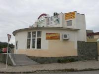 Геленджик, улица Вишневая, дом 34. многофункциональное здание