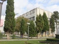 Геленджик, улица Островского, дом 3. офисное здание