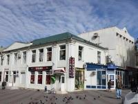Геленджик, улица Островского, дом 13. многофункциональное здание