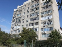 Gelendzhik, Ostrovsky st, house 144. Apartment house