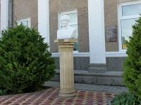 Геленджик, памятник Ц.Л. Куниковуулица Островского, памятник Ц.Л. Куникову