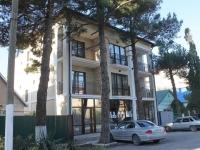 Геленджик, улица Толстого, дом 10. многоквартирный дом