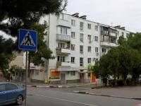 Геленджик, улица Грибоедова, дом 13. жилой дом с магазином