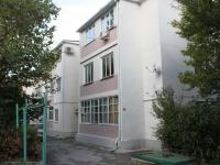 Геленджик, улица Гринченко, дом 28. многоквартирный дом