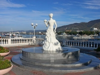 Геленджик, скульптура Белая невестаулица Революционная, скульптура Белая невеста