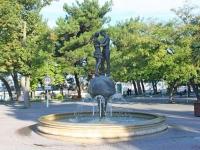 Геленджик, улица Революционная. фонтан Влюбленные