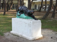 Gelendzhik, sculpture ПантераRevolyutsionnaya st, sculpture Пантера