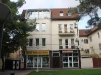 Геленджик, улица Ленина, дом 4. многофункциональное здание