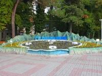 Геленджик, улица Ленина. малая архитектурная форма Цветочные часы