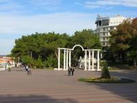 Геленджик, Лермонтовский бульвар. малая архитектурная форма Арка