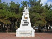 Геленджик, Лермонтовский бульвар. памятник Борцам за советскую власть