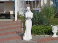 Геленджик, скульптура Девушка с чашейЛермонтовский бульвар, скульптура Девушка с чашей