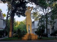 Геленджик, Лермонтовский бульвар. скульптура Комсомолка