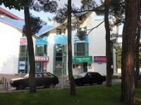 Геленджик, улица Керченская, дом 3. многофункциональное здание