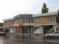 Геленджик, улица Кирова, дом 51. многофункциональное здание
