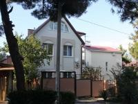 """Геленджик, гостевой дом """"Южный дворик"""", улица Колхозная, дом 15"""