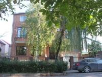 Геленджик, улица Колхозная, дом 76. многоквартирный дом
