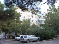 Gelendzhik, Kotovsky st, house 11. Apartment house