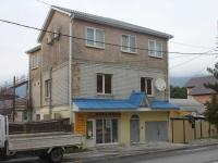Геленджик, улица Красногвардейская, дом 24. жилой дом с магазином