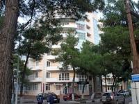 Gelendzhik, Krasnogvardeyskaya st, house 36. Apartment house