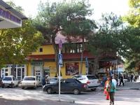 Геленджик, улица Херсонская, дом 10. многофункциональное здание