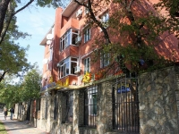 Геленджик, улица Луначарского, дом 118А. многоквартирный дом