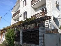 Gelendzhik, Lunacharsky st, house 154. Apartment house with a store on the ground-floor