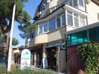 Gelendzhik, st Oktyabrskaya, house 41. Apartment house with a store on the ground-floor