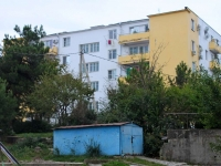 Gelendzhik, Ordzhonikidze st, house 7. Apartment house