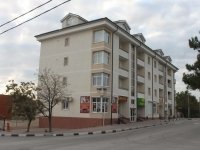 Gelendzhik, st Telman, house 121А. Apartment house with a store on the ground-floor