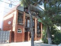 Геленджик, улица Советская, дом 28. многоквартирный дом