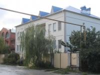 Геленджик, улица Грина, дом 2. многофункциональное здание