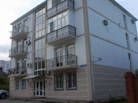 Gelendzhik, Grin st, house 8. Apartment house