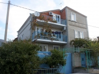 Gelendzhik, Grin st, house 9. Apartment house