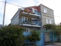 Gelendzhik, Grin st, house 9. Apartment house
