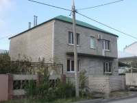 Gelendzhik, Divnomorskaya st, house 6. Apartment house