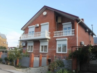 Gelendzhik, Divnomorskaya st, house 21. Private house