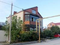 Gelendzhik, Divnomorskaya st, house 22. Apartment house