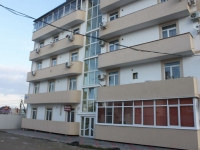 Gelendzhik, Divnomorskaya st, house 27. Apartment house