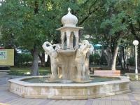 Геленджик, улица Маячная. фонтан в индийском стиле
