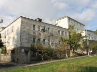 Геленджик, улица Шмидта, дом 17. многофункциональное здание