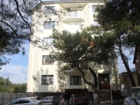 Геленджик, улица Морская, дом 21А. многоквартирный дом