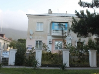 Gelendzhik, Khalturin st, house 32. Apartment house