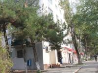 Геленджик, улица Садовая, дом 37. жилой дом с магазином