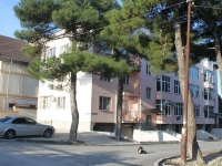 Геленджик, улица Куникова, дом 22. многоквартирный дом